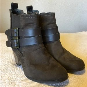 Crown vintage brown booties Boots